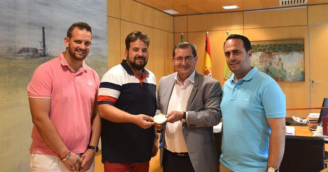 El presidente de la Diputación recibe al medallista olímpico Antonio Bailón