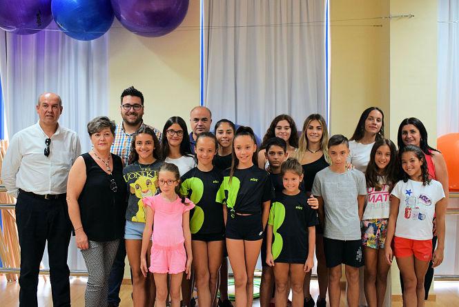La asociación 'ACRO Albolut' reparte ayudas a 18 gimnastas de acrobática y tumbling de Albolote