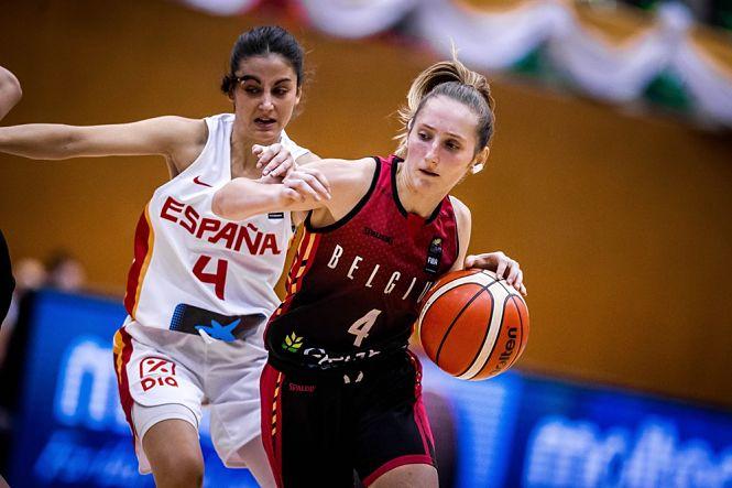 La jugadora del Grupo Hafesa Raca, Mamen Blanco, medalla de bronce en el Mundial U19