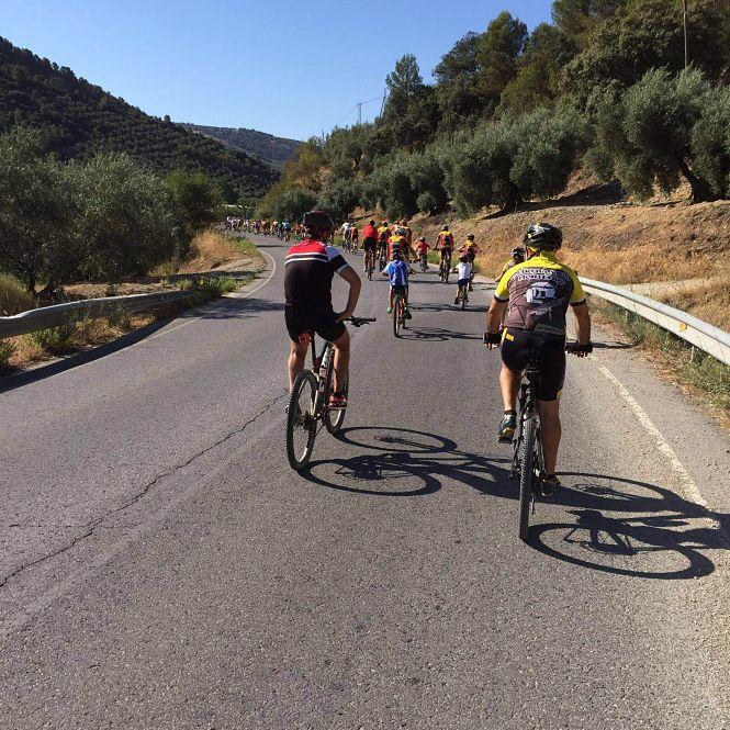 """Un centenar de ciclistas de Montefrío participan en la XXV edición de """"Monte en bici"""""""