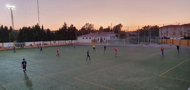 Cúllar Vega se vuelca para recordar a su vecino Valerio Cabrera en el trofeo de fútbol que lleva su nombre