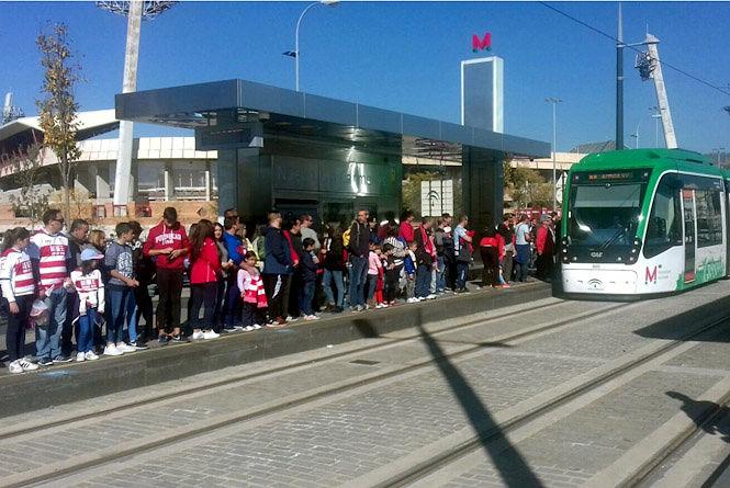 El metro refuerza su servicio para el debut como local del Granada en Primera División