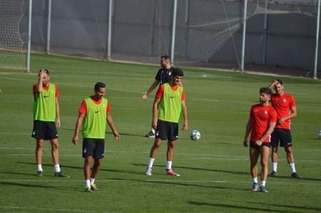 Bernardo, centro, durante un entrenamiento (GRJ)