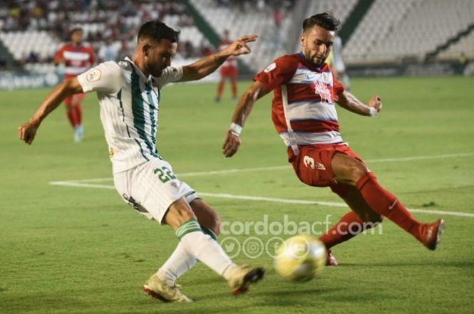 Un penalti en el descuento derrota al Recreativo de Granada, 2-1
