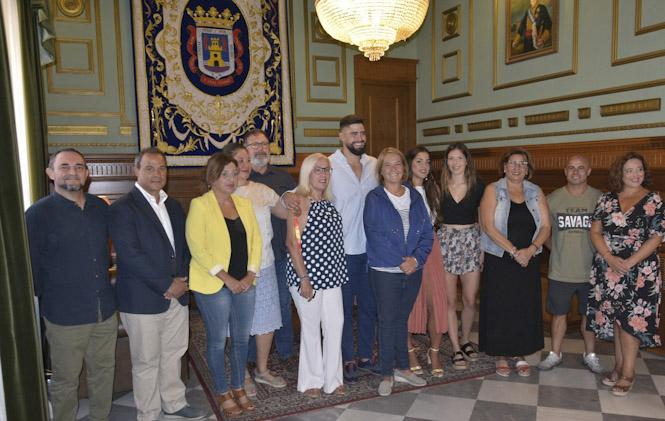 La alcaldesa de Motril, Luisa García Chamorro, reconoce el trabajo de Lorenzo Hernández y muestra su apoyo ante futuros proyectos