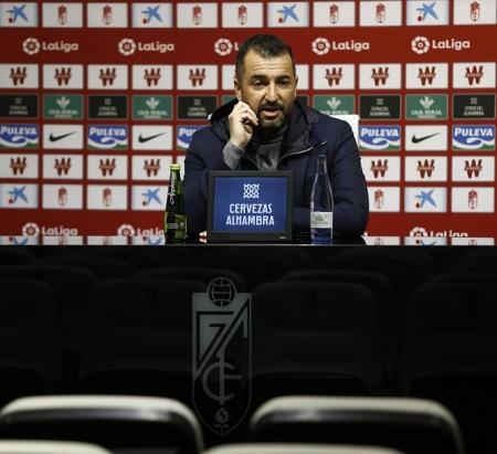 Diego Martínez en la rueda de prensa post partido (GRANADA CF)