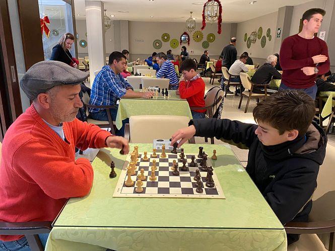Miguel Ángel Marhuenda gana  el torneo de ajedrez senior 'Alfiverdes'  de Huétor Tájar