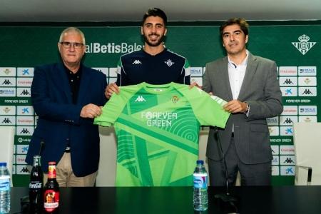 Rui Silva, junto a Antonio Cordón (izq.) y Ángel Haro (der.) durante su presentación con el Betis (REAL BETIS BALOMPIÉ)